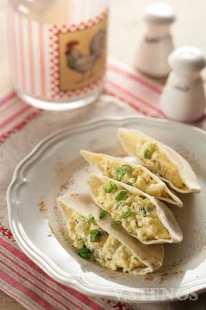 Spicy Egg Salad with Greek Yogurt in Pita Pockets