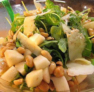 Mama2_arugula_pear_peanut-Salad