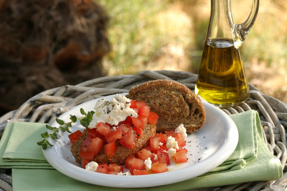MYKONOS_MOSTRA-RUSK-W-TOMATOES_MEATLESS-MONDAY