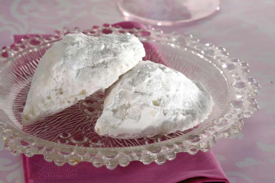 Kourambiedes, the Greek Christmas shortbread cookies
