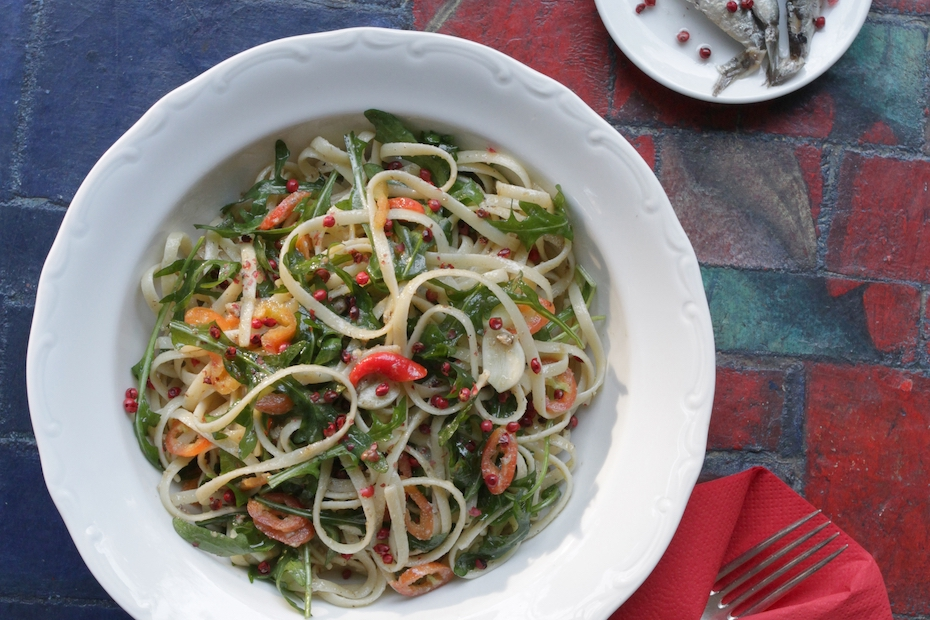 pasta with wilted arugula, anchovy fillets and chilli peppers