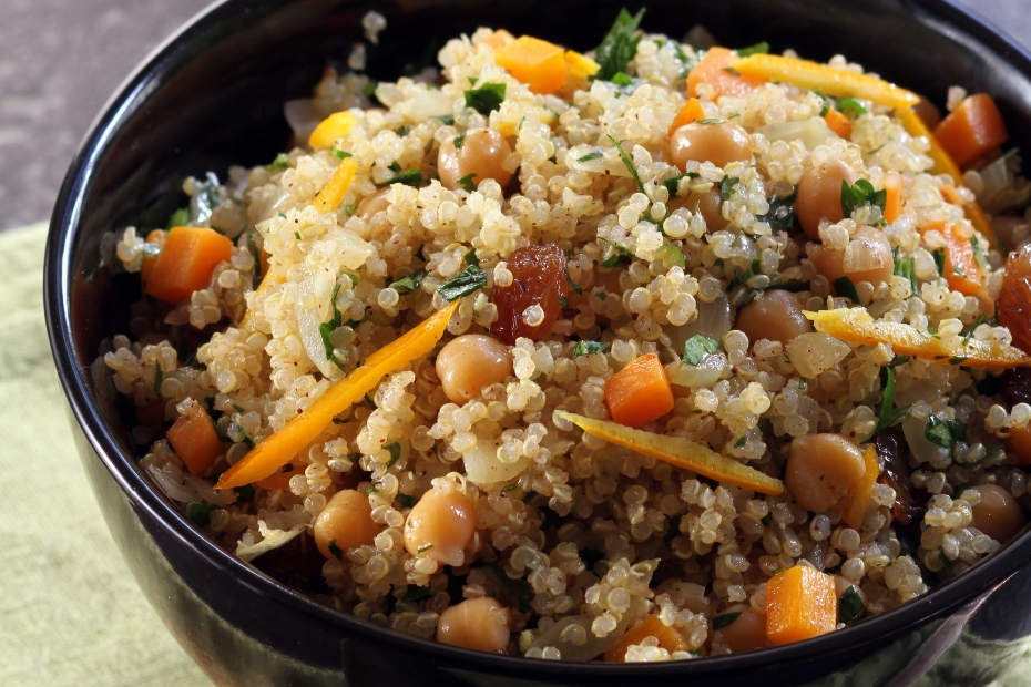 Quinoa with onions, carrots, chick peas and raisins