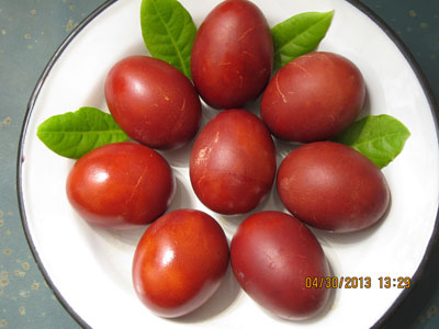 How to Dye Easter Eggs Like an Ikarian: with Onion Skins