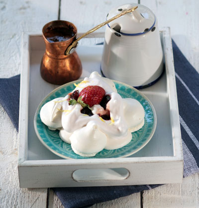 Vyssino_Greek-Yogurt-Pavlova