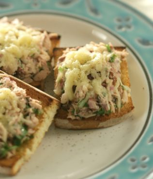 Easy: Greek-Style Tuna Melt