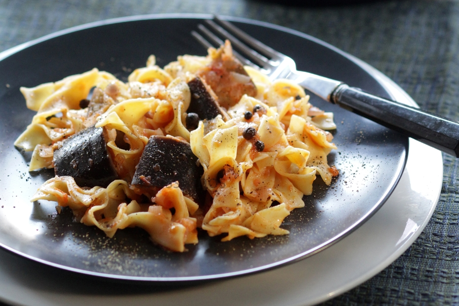 Pasta with eggplant sauce from limnos greek food greek cooking limnos style pasta with eggplant sauce pseftopetino tis limnou forumfinder Image collections