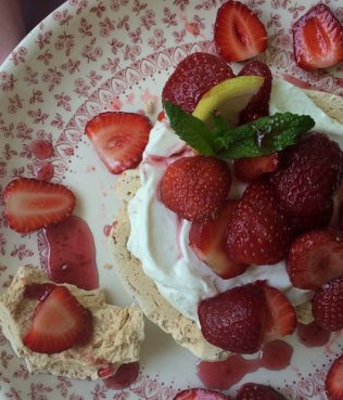 Almost No-Cook Greek Yogurt Pavlova with Strawberries