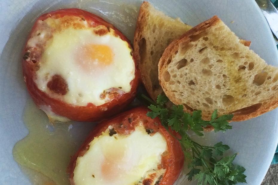 Eggs Baked inside Tomatoes for an easy summer brunch, lunch or dinner.