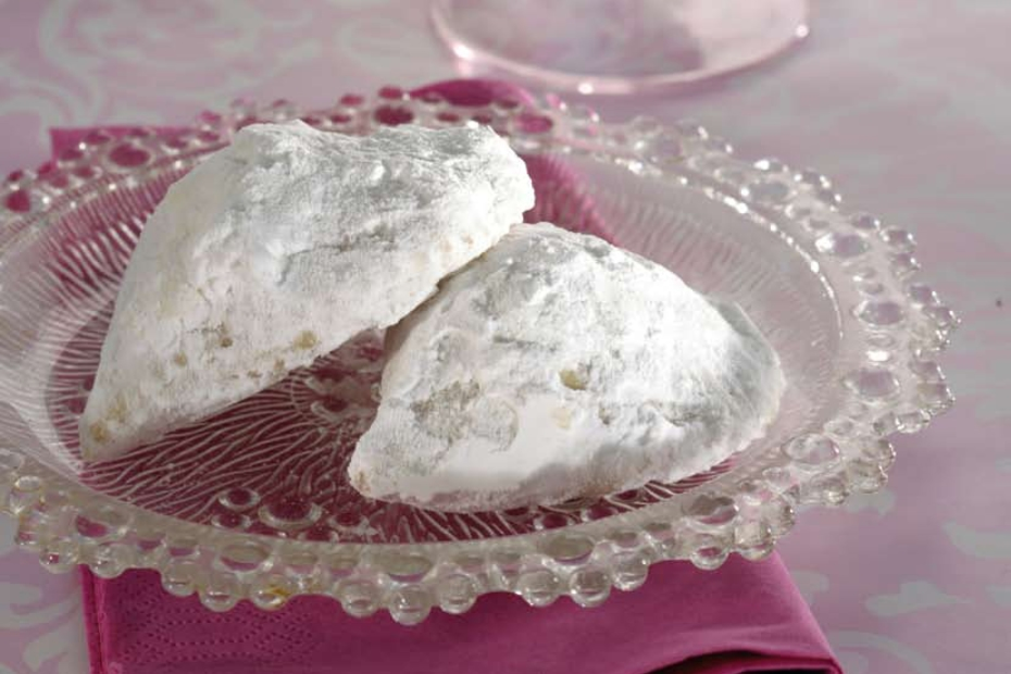 Kourambiedes, the Greek Christmas shortbread cookies