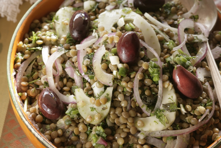 Warm lentil salad with fennel, onions, herbs and olives