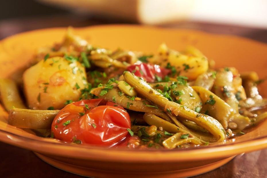 Fasolakia Yiahni Green Beans In Tomato Sauce Greek Food Greek Cooking Greek Recipes By Diane Kochilas