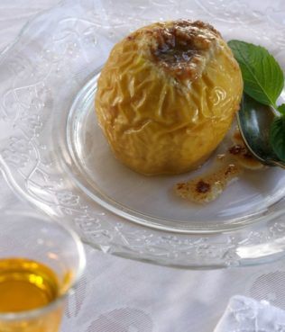 Baked Apples Stuffed with Halva