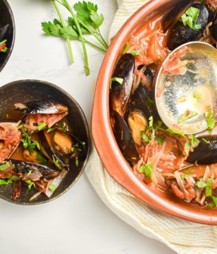 Easy Mussels Cooked in Greek Saffron-Pepper-Tomato Sauce