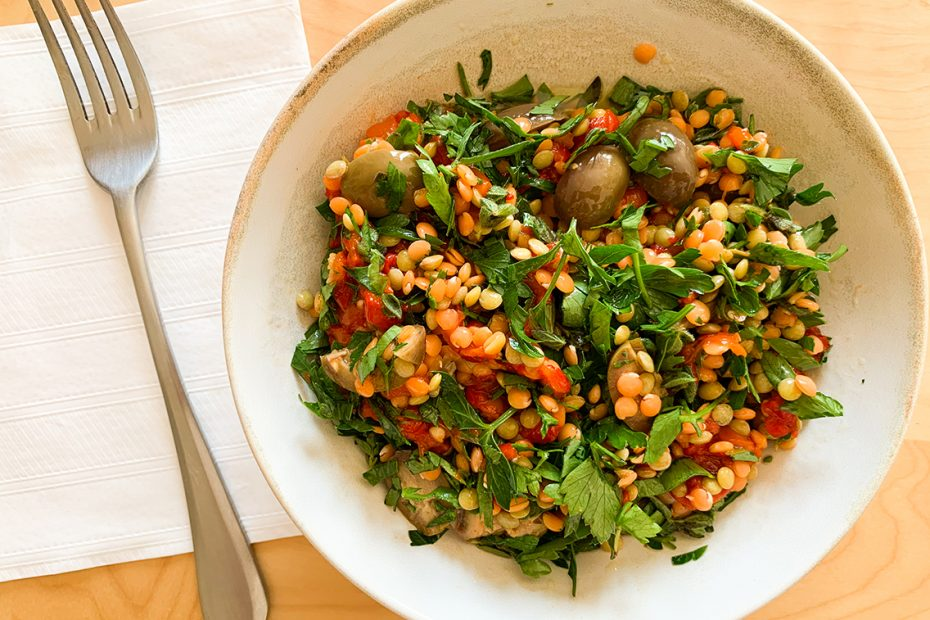 Greek lentil Salad with Arugula and Red Peppers